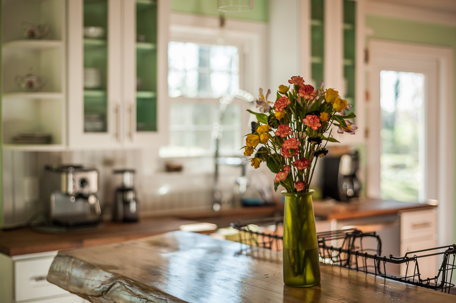 kitchen, home decor, home styling tips, flowers, modern home, country kitchen